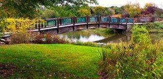 мост над панорамной водой стоковые фотографии rf