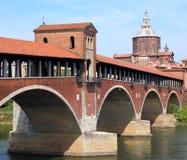мост над рекой ТИЧИНО в Павии в Италии стоковые изображения rf