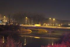Мост над рекой Arges, ночой Стоковое фото RF