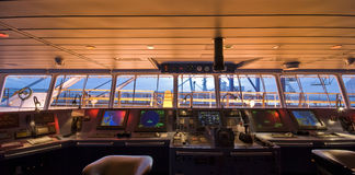 Мост на борту современного корабля стоковые фотографии rf