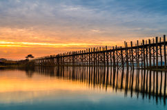Мост на восходе солнца, Мандалай Ubein, Мьянма Стоковые Изображения RF