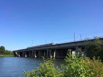 Мост над водой с поездом Стоковое Изображение