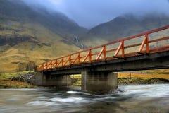 Мост на гористых местностях Стоковая Фотография