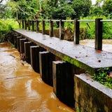 Мост на дождливый день стоковая фотография rf