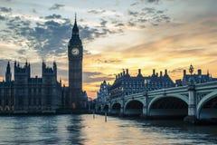 Мост на заходе солнца, Лондон Вестминстера, Великобритания Стоковые Фотографии RF