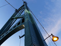 Мост на заходе солнца, Ванкувер строба львов Стоковые Изображения RF