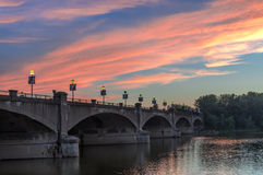 Мост на заходе солнца стоковые фотографии rf