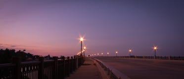 Мост на заходе солнца Стоковые Изображения RF