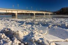 мост над зимой реки стоковое фото rf