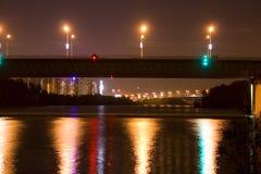 Мост над каналом в ночу Стоковая Фотография