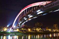 Мост на ноче в Тайбэй стоковые фотографии rf