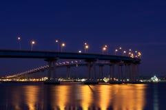 Мост на ноче, Сан-Диего Coronado, Калифорния стоковое фото