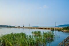 Мост на озере Taihu Стоковая Фотография