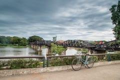 Мост на реке Kwai, Kanchanaburi, Таиланде Стоковое Изображение RF