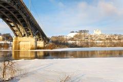 Мост над рекой в зиме стоковая фотография rf
