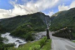 Мост над рекой в Сиккиме стоковая фотография rf