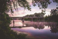 Мост над рекой и туман над водой Стоковое Фото