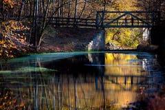 Мост над рекой на осени Стоковая Фотография RF