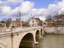 Мост над рекой Тибром в Риме Италии Стоковое Фото