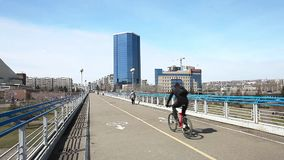мост над рекой акции видеоматериалы