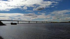 мост над рекой стоковые изображения