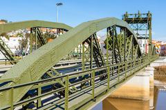 Мост над рекой Sado alcacer делает sal Португалии стоковое фото