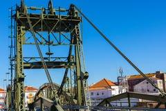Мост над рекой Sado alcacer делает sal Португалии стоковые фото