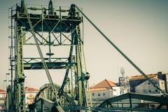 Мост над рекой Sado alcacer делает sal Португалии стоковая фотография