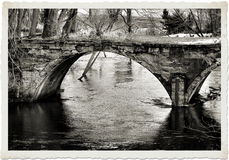 Мост над скалистым Стоковая Фотография