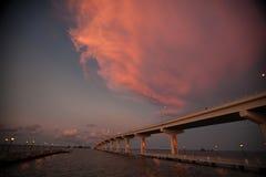 Мост над спокойными водами, Titusville, Флорида Стоковое Изображение RF