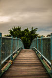 Мост на сумраке в парке Стоковые Изображения