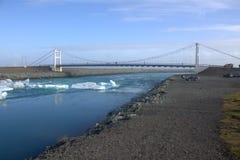 Мост над Jokulsarlon рядом Атлантический океан Стоковое фото RF