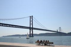 Мост 25-ое апреля в Лиссабоне, Португалии стоковое изображение rf