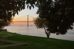 Мост 25-ое апреля стоковая фотография rf