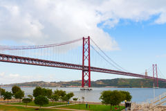Мост 25-ое апреля, Лиссабон Стоковое фото RF
