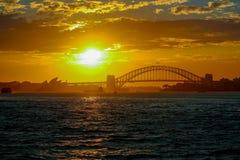 Мост оперного театра & гавани Сиднея стоковые фото