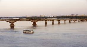 Мост дороги моста России, Саратова через Волгу 25 05 2016 Стоковое Фото