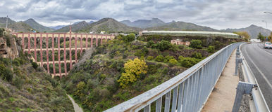 Мост орла в Nerja, Малаге панорамно стоковое фото rf