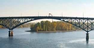 Мост острова Ross в Портленде, Орегоне стоковая фотография