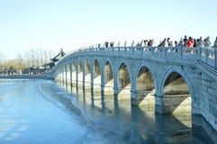 Мост 17 отверстий в летнем дворце стоковые изображения rf