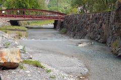Мост до река Trient горы Vernayaz, Martigny, Швейцария Стоковое фото RF