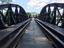 мост поезда kaw реки стоковая фотография rf