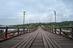 Мост понедельника в утре Стоковое Изображение RF