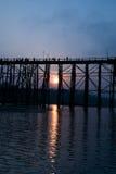 Мост ПОНЕДЕЛЬНИКА изумляя в Таиланде Стоковые Изображения