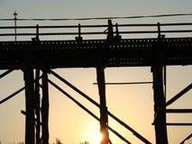 Мост понедельника, Kanchanaburi, фото Таиланда перед аварией стоковое фото rf