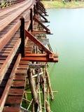 Мост понедельника, Kanchanaburi, фото Таиланда перед аварией стоковая фотография