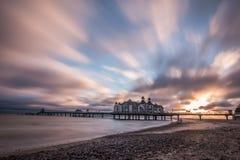 Мост посадки с влиянием облаков на восходе солнца стоковые изображения