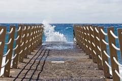 мост пляжа голубой заволакивает небо Стоковые Изображения