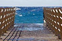 мост пляжа голубой заволакивает небо Стоковые Фото