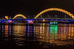 Мост дракона над рекой Стоковое Фото